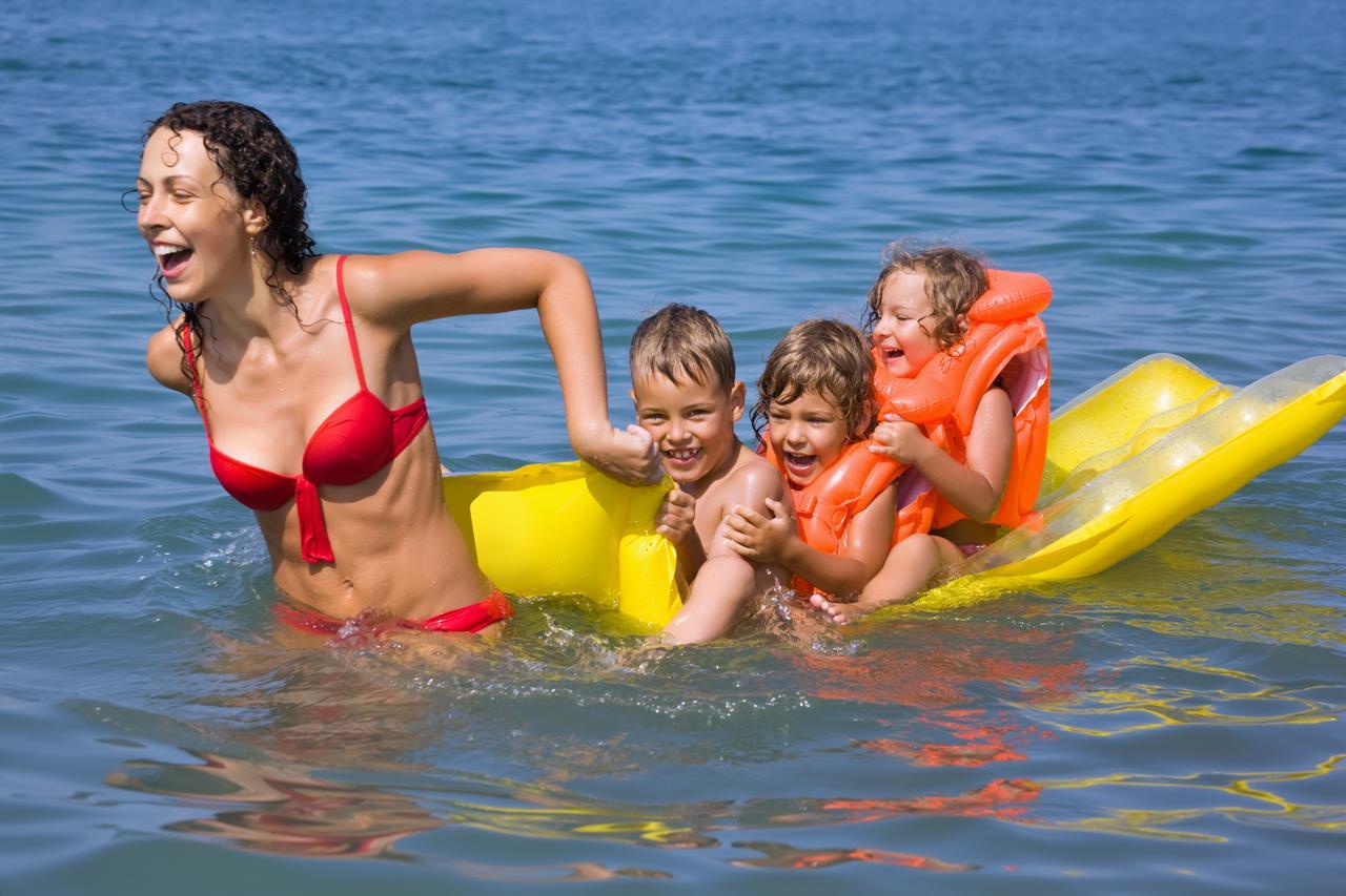 Activités à faire en famille : randonnée ou baignade ?